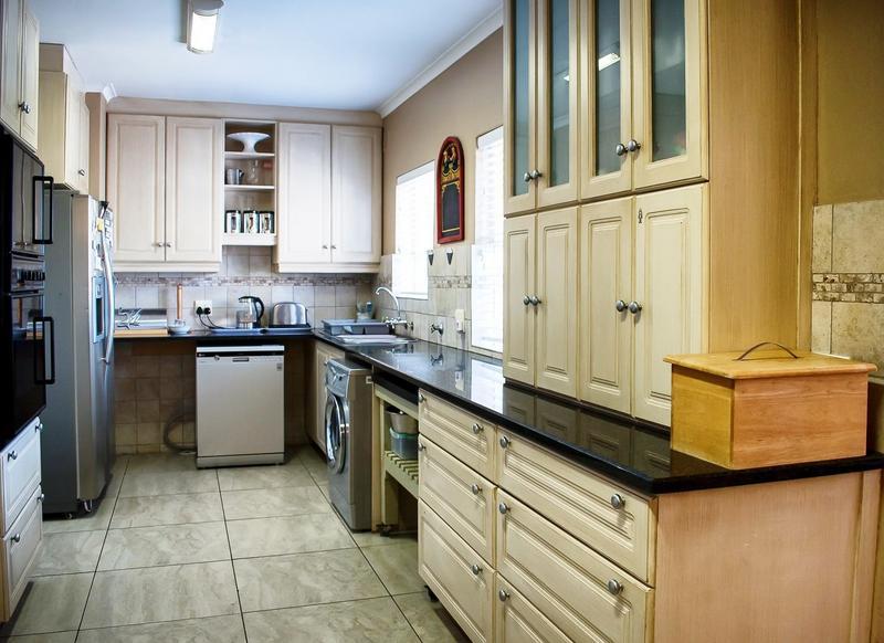 Property For Sale in Melkbosstrand, Cape Town 11