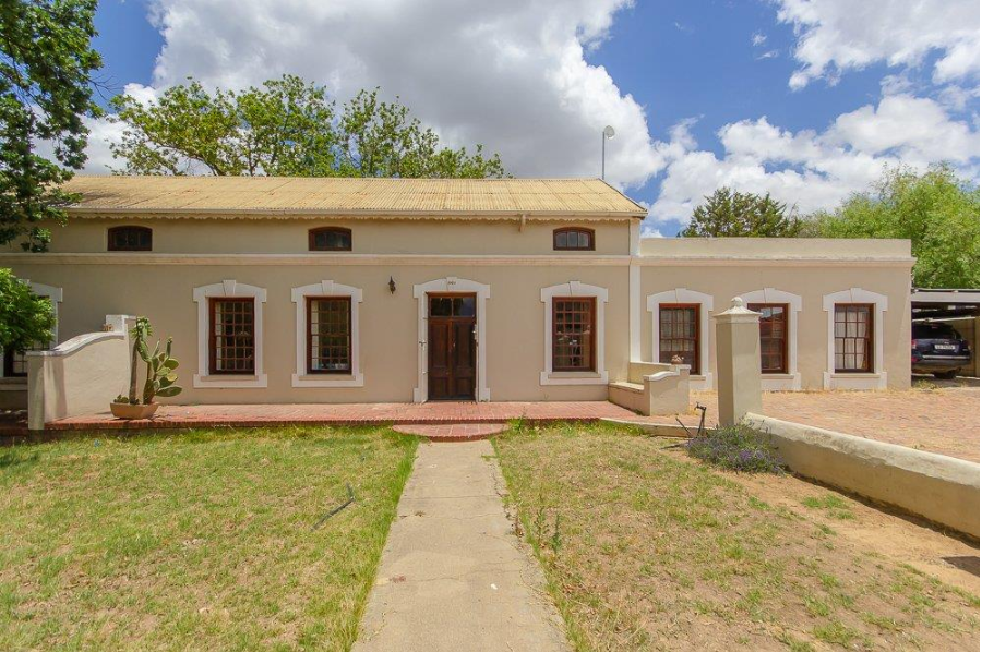 Unrenovated character houses have become an increasingly scarce commodity in Cape Town, especially in areas like the Atlantic Seaboard and City Bowl where most were snapped up during the past decade. However, there are pockets where original homes and good value can still be found, but in a decidedly buyer's market, realistic pricing is critical.