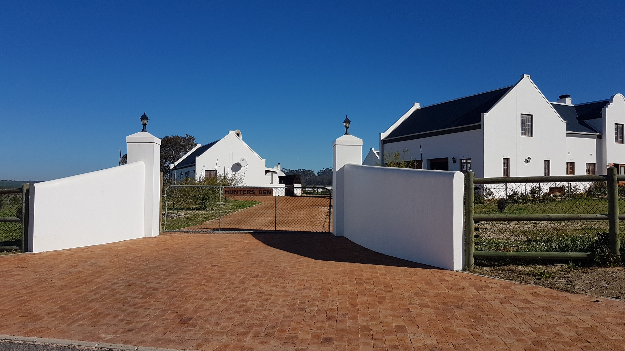 Looking for a horsey Smallholding for sale in Cape Town with out-rides, blue skies, pretty views, and all the things that unicorns bring??? Look no further, your dream awaits...